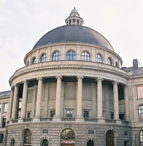 Foto: ETH Zürich-Hauptgebäude mit Bibliothek in der Kuppel
