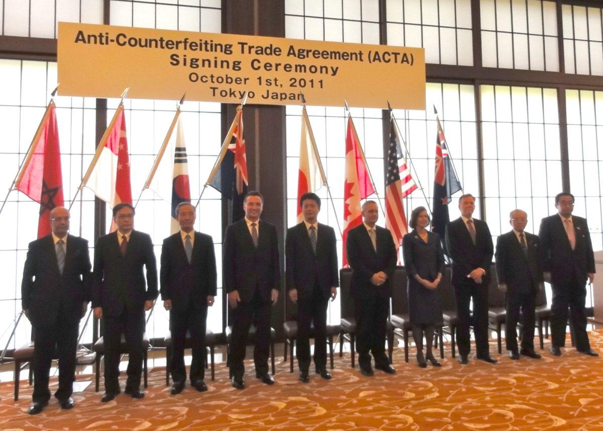 Foto: Unterzeichnung von ACTA am 1. Oktober 2011