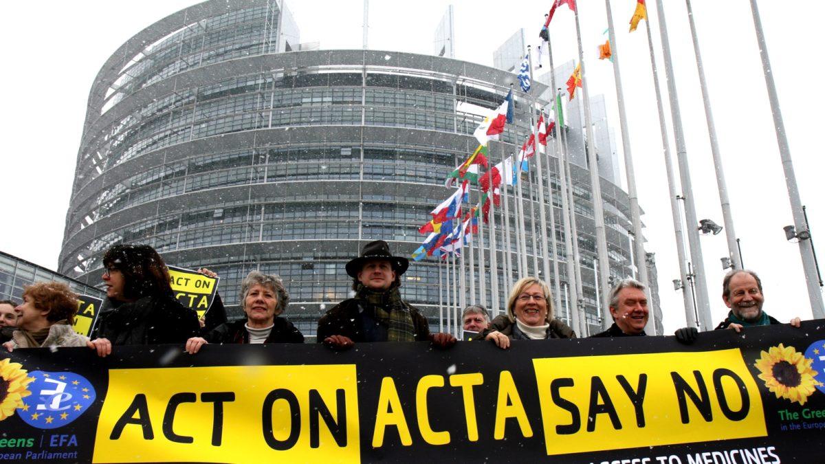 Foto: Kundgebung gegen ACTA vor dem Europäischen Parlament in Strassburg