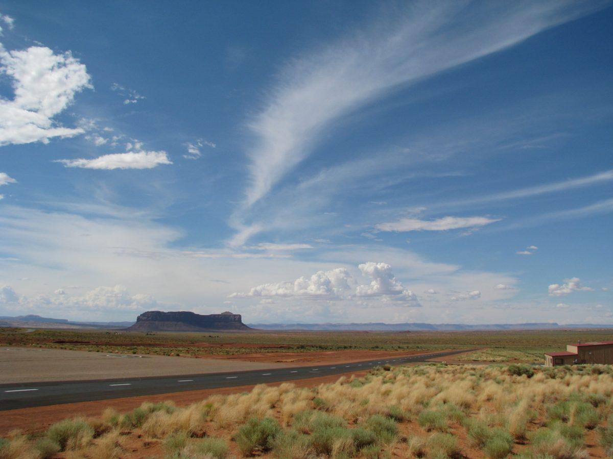 Foto: Monument Valley (mit teilweise bewölktem Himmel)