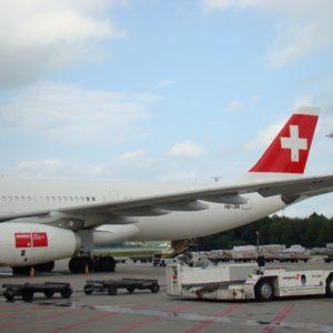 Foto: Hintere Hälfte (Flügel, Heckflosse) eines SWISS-Flugzeugs