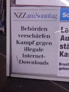Foto: Schlagzeile «Behörden verschärfen Kampf gegen illegale Internet-Downloads» der NZZ am Sonntag vom 19. Mai 2013