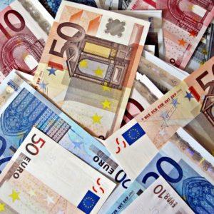 Foto: Stapel von Euro-Banknoten