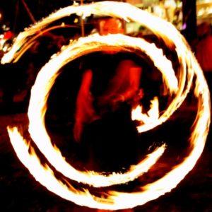 Foto: Feuerschweif, der ein Copyright-Zeichen bildet