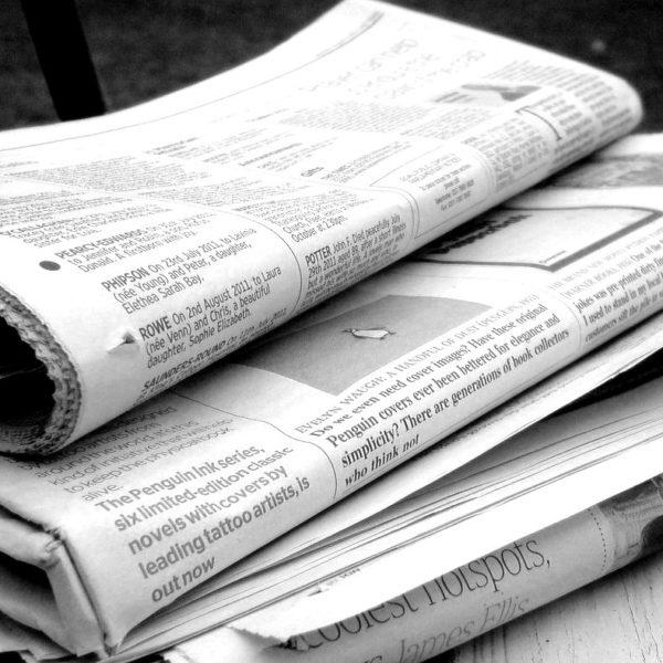 Bild: Mehrere Zeitungen (schwarz-weiss)