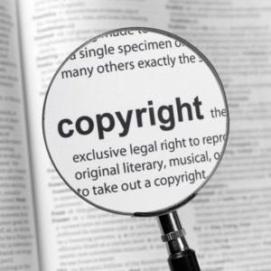 Bild: Lupen-Darstellung von «Copyright»-Artikel in Wörterbuch