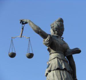Foto: Justitia mit Waage (Statue)