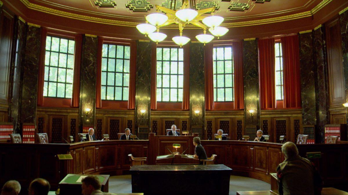 Foto: Urteilsverkündigung am Schweizerischen Bundesgericht im Verfahren 1C_415/2015 am 27. April 2016