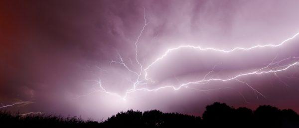 Foto: Gewitter mit Blitzen am Himmel