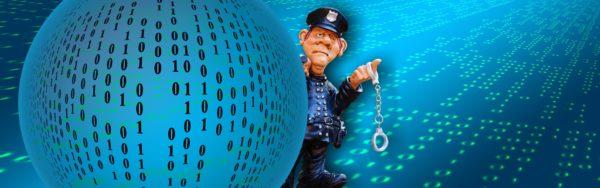 Bild: Cyber-Polizist mit Handschellen (neben einer Kugel mit Nullen und Einsen)
