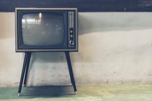Foto: Altes Fernsehgerät (mit Röhrenbildschirm)