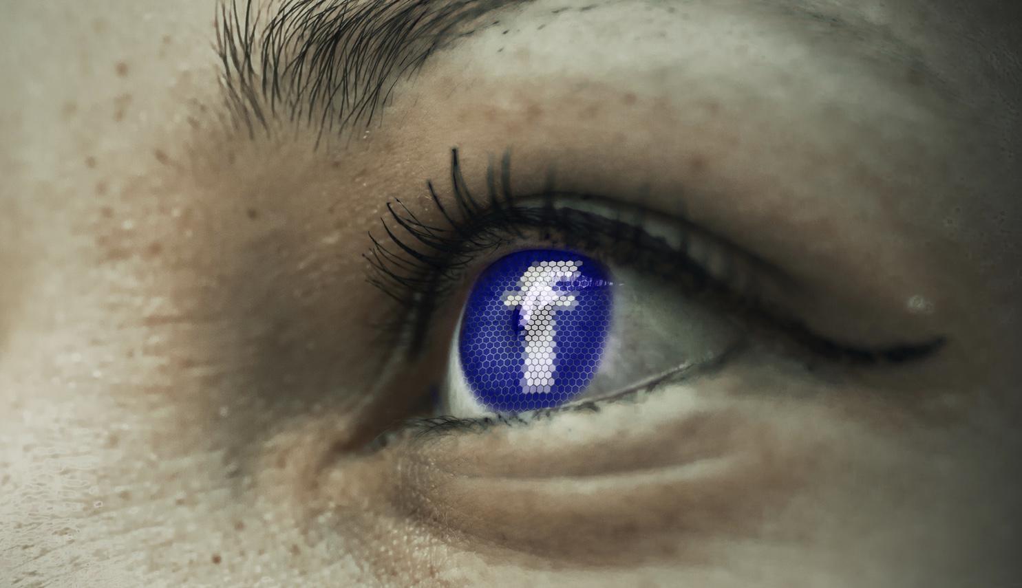 Bild: Offenes Auge, das anstelle der Iris das Facebook-logo zeigt