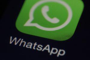 Bild: WhatsApp-Icon auf Smartphone-Bildschirm (aus nächster Nähe betrachtet)