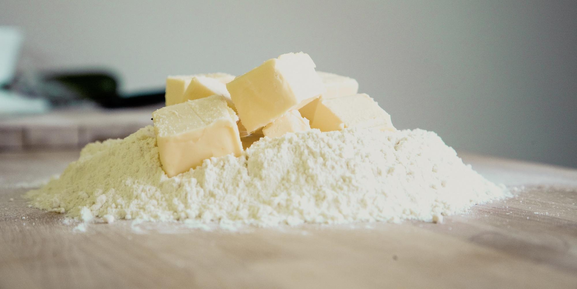 Foto: Butter, Mehl und andere Zutaten für das Backen von Cookies