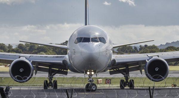 Foto: Flugzeug beim Rollen am Boden (am Flughafen Manchester)