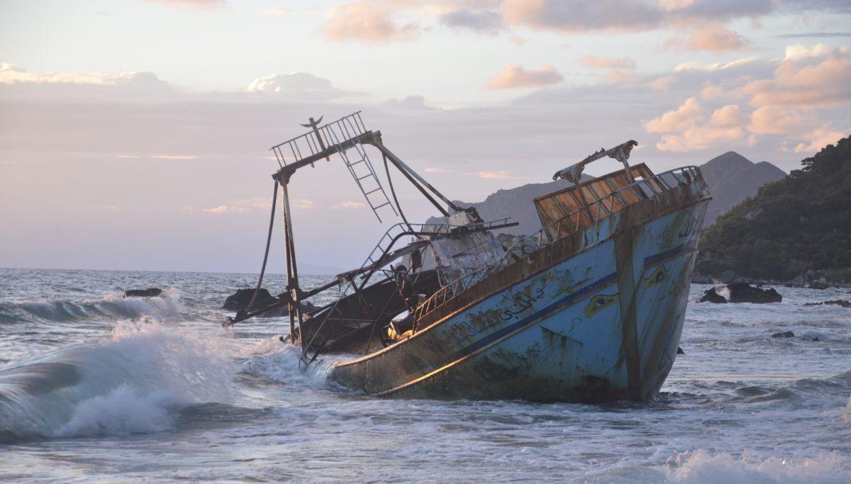Foto: Schiffswrack vor der griechischen Küste