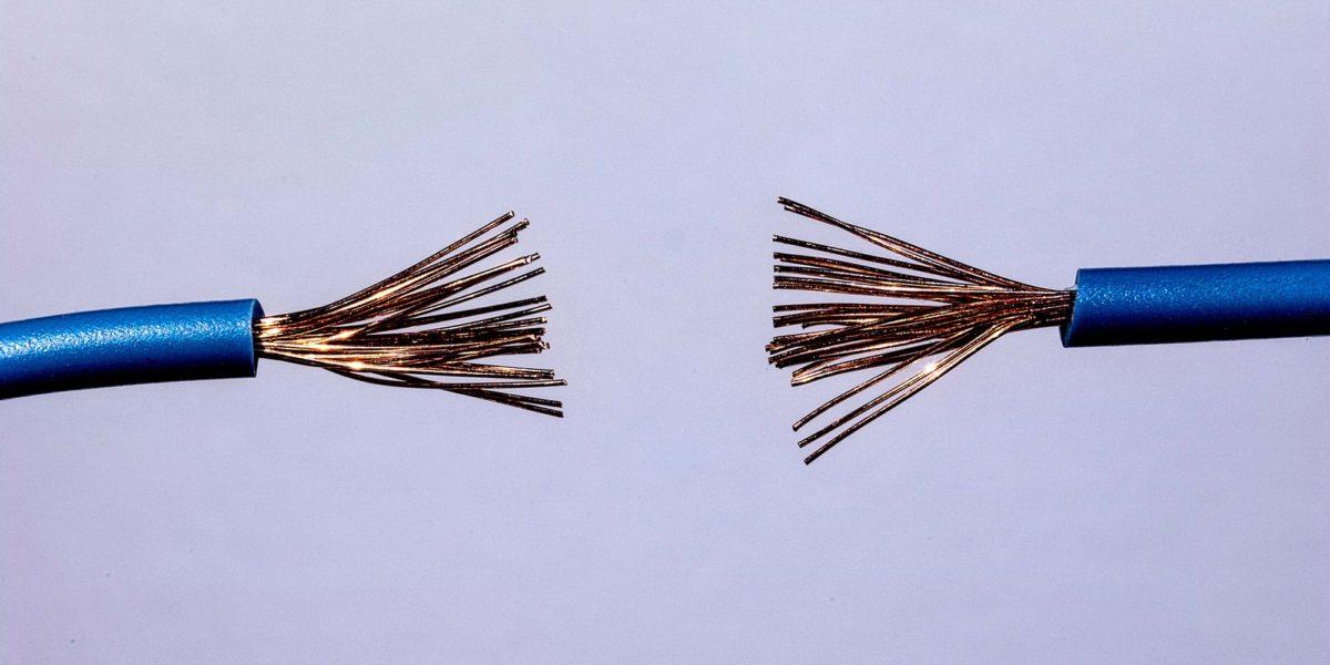 Foto: Kabel mit unterbrochener Verbindung