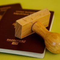 Foto: Reisepass mit Stempel (Symbolbild)