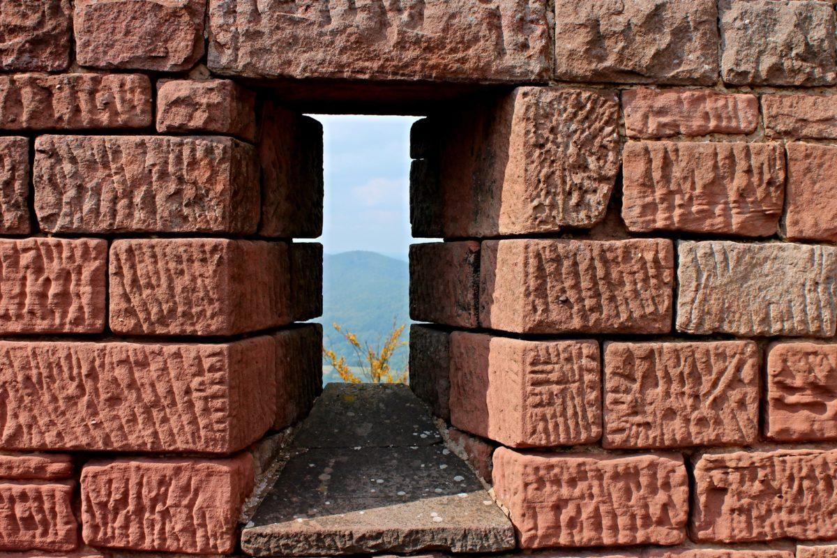 Foto: Burgmauer mit Schiessscharte