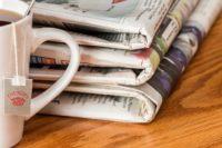 Foto: Stapel mit gedruckten Zeitungen