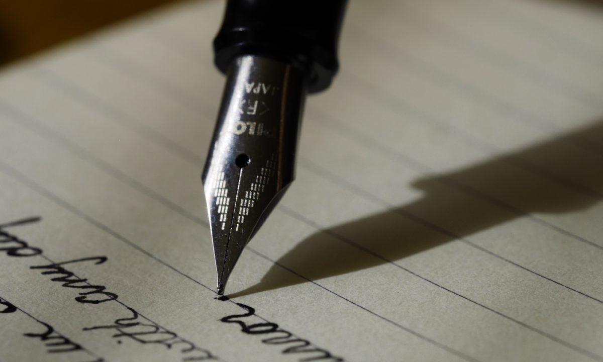 Foto: Schreiben mit einer Füllfeder