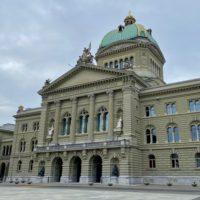 Foto: Bundeshaus (Parlamentsgebäude) in Bern)
