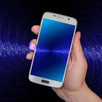 Bild: Smartphone mit aktiviertem Bluetooth (Symbolbild)