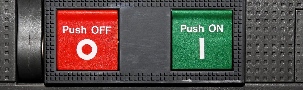 Foto: Roter «Push OFF»-Knopf und grüner «Push ON»-Knopf