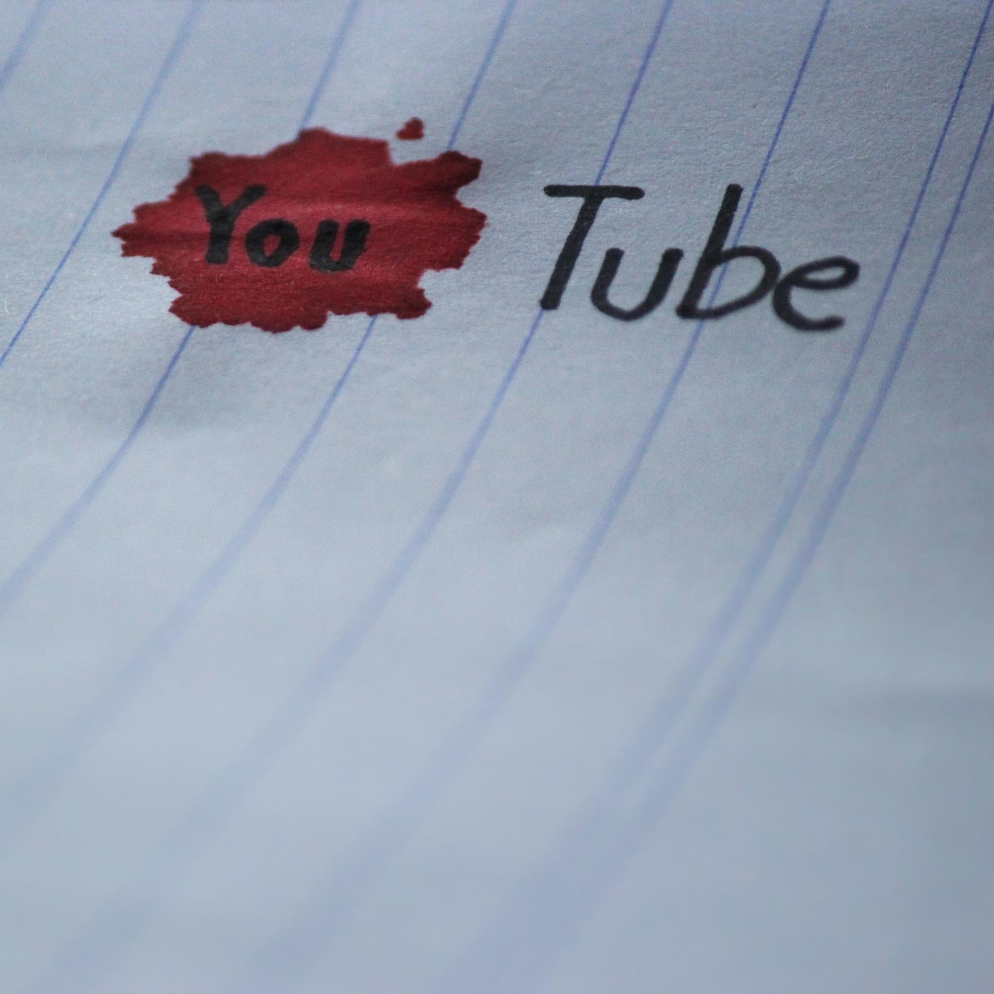 Foto: YouTube-Logo mit Tinte auf Papier gezeichnet