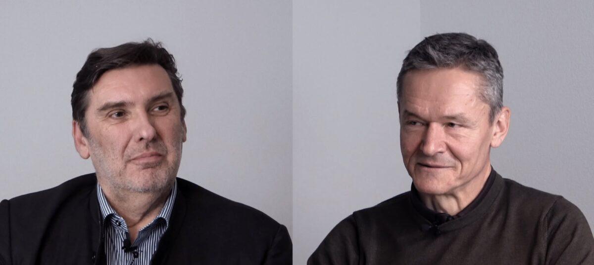 Foto: Prof. Marcel Alexander Niggli (links) im Gespräch mit Strafverteidiger Konrad Jeker (rechts)
