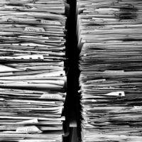 Foto: Zwei Papierstapel
